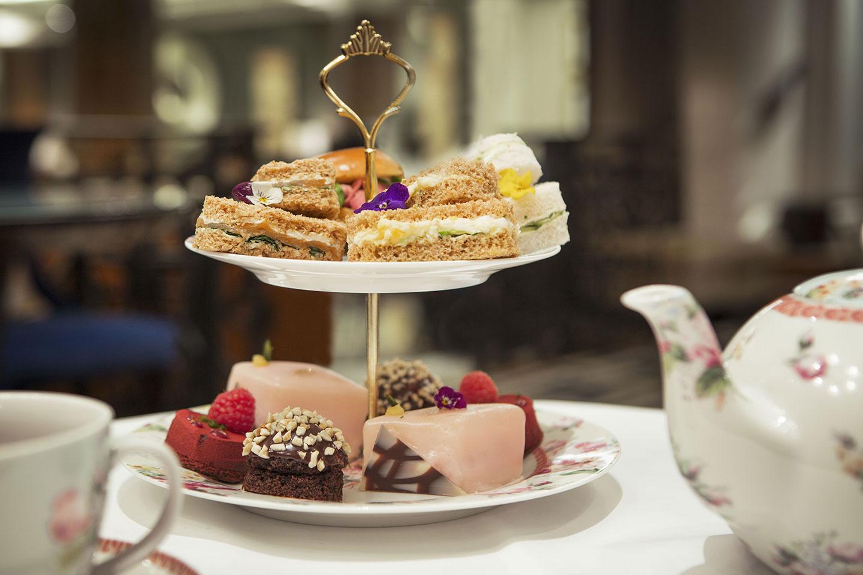 https://cdn.jumeirah.com/-/mediadh/DH/Hospitality/Jumeirah/Restaurants/London/Carlton-Chinoiserie/Restaurant-Menu/High_resolution_300dpi-Jumeirah-Carlton-Tower-Chinoiserie-Afternoon-Tea_6-4.jpg?h=960&w=1440&hash=6B4B280E0C5C9B139129D9119E6095EA