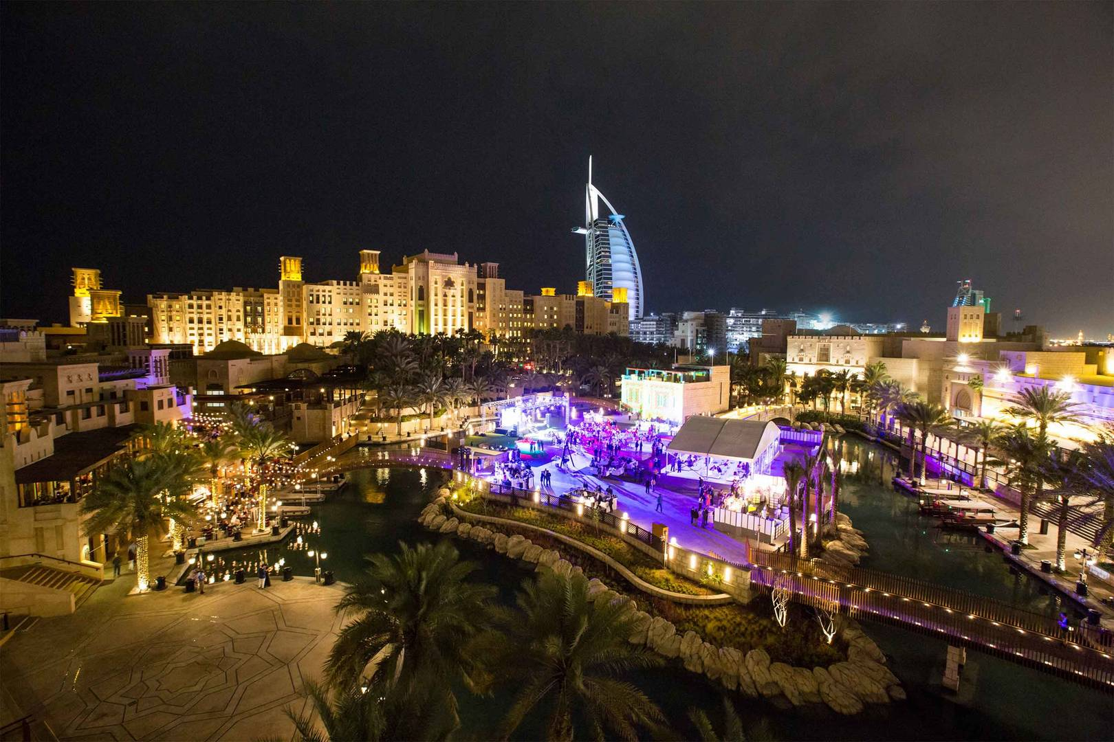 6-4 Hero---Madinat-Jumeirah---Fort-Island---Panorama-bei-Nacht