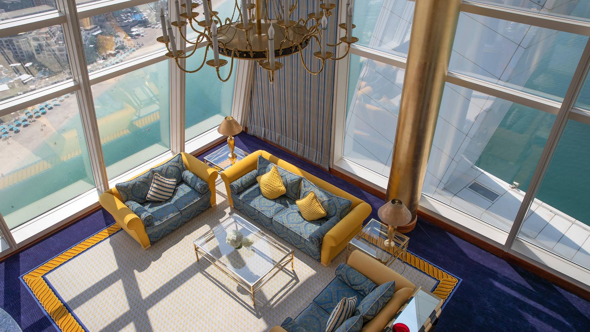 卓美亚帆船酒店俱乐部套房的客厅顶视图