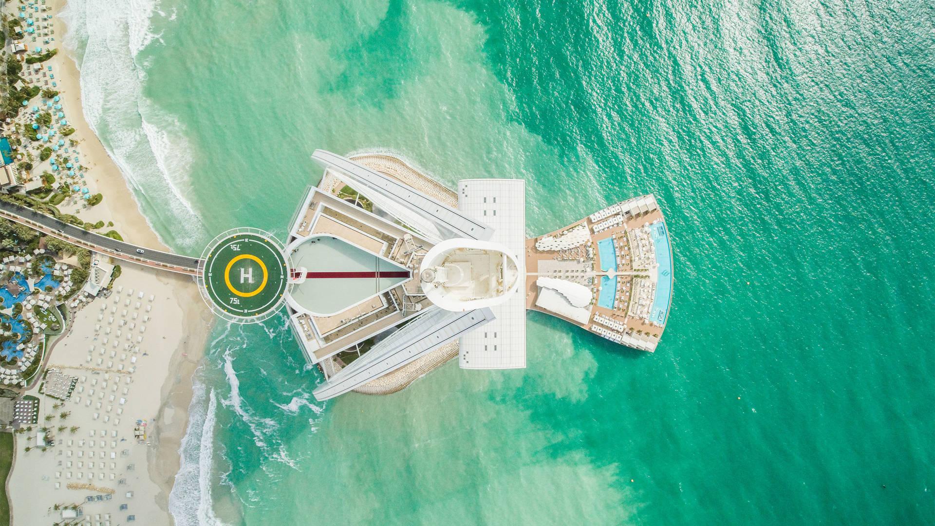 منظر جوي من طائرة بدون طيار لبرج العرب جميرا