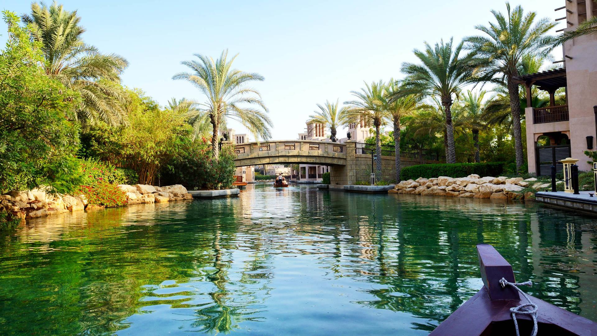 waterways and abra boat at Souk Madinat Jumeirah Dubai Istock