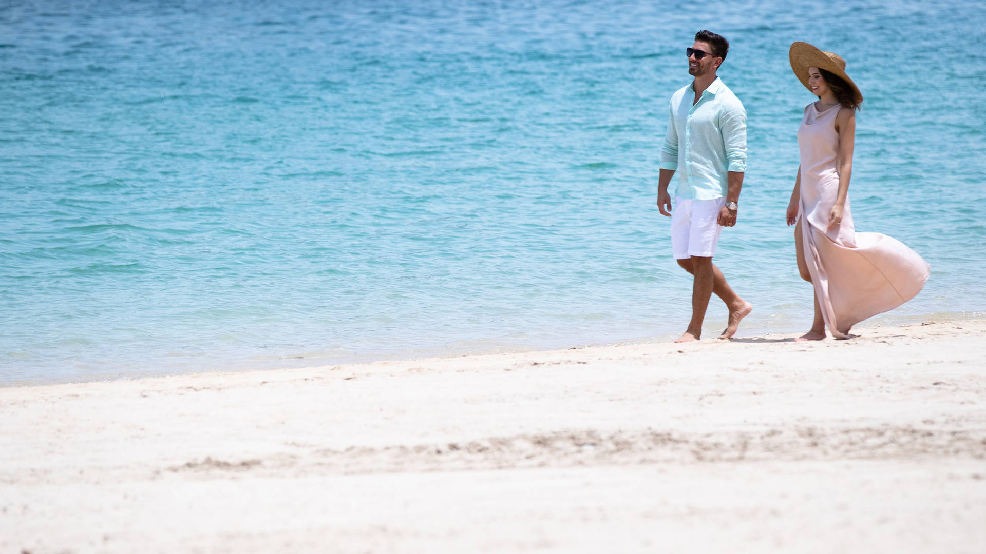 Wearing long sleeved clothing on beach achieve perfect summer skin