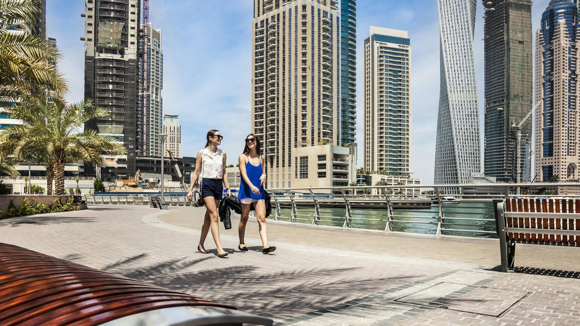 Strolling Dubai Marina