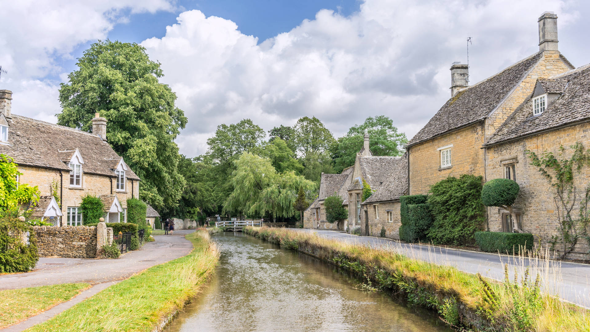 Cotswolds stone houses and river