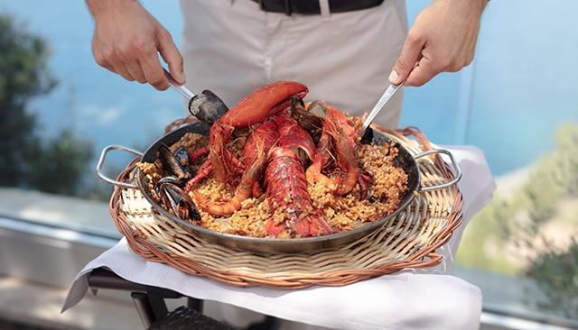 Здоровое питание на Майорке — паэлья с лобстером в ресторане Cap Roig