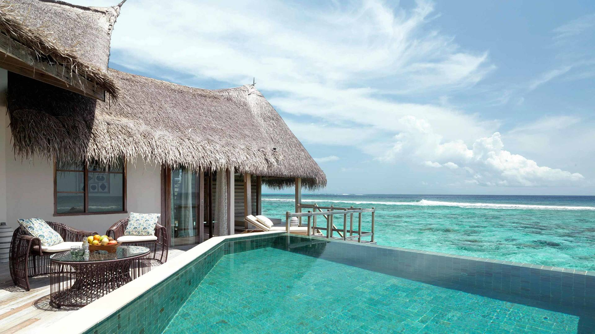 Jumeirah swimming pools Vittaveli_16-9