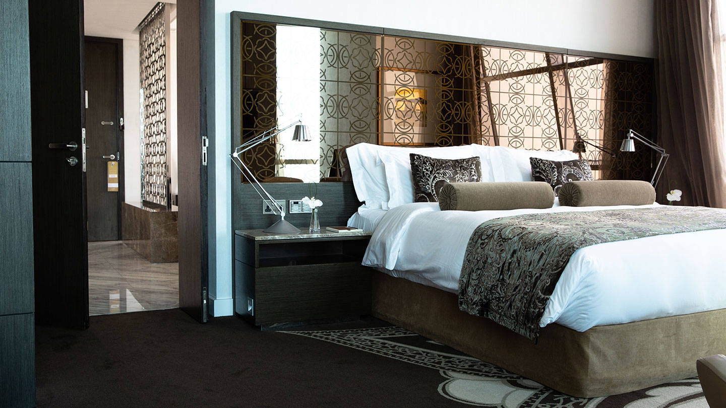 Jumeirah at Etihad Towers Etihad Suite Bed and Bath
