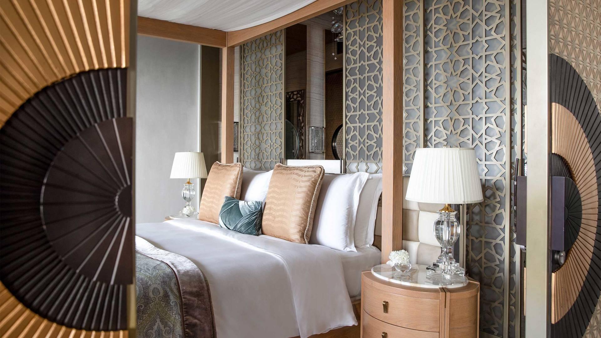 16-9_Jumeirah-Al-Naseem---Royal-Suite---Master-Bedroom