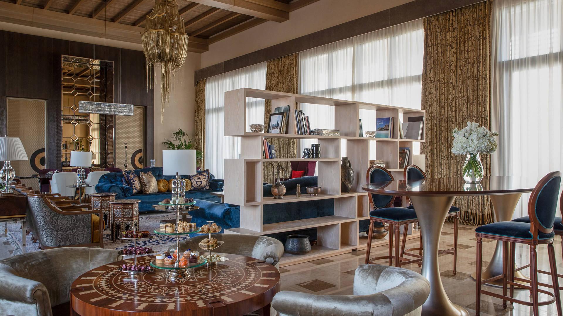 غرفة-معيشة-بالجناح-الملكي-جميرا-النسيم