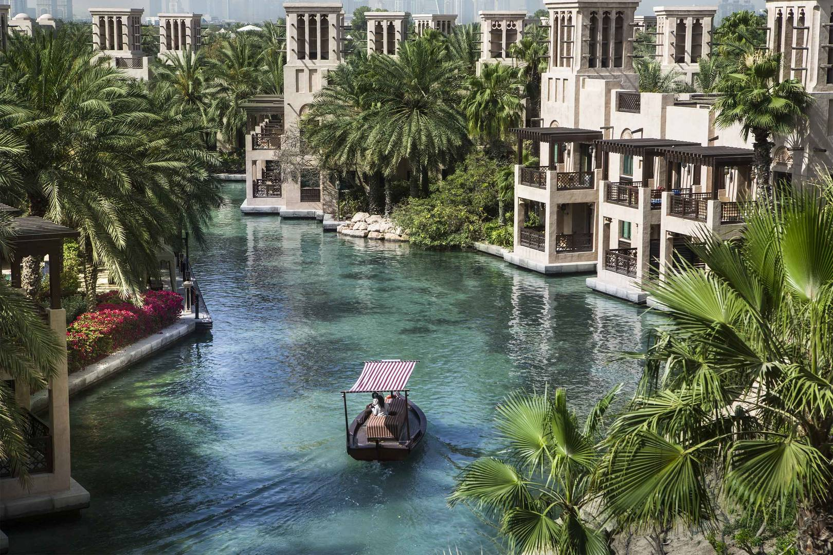 Abra-Waterways-Jumeirah-Al-Qasr