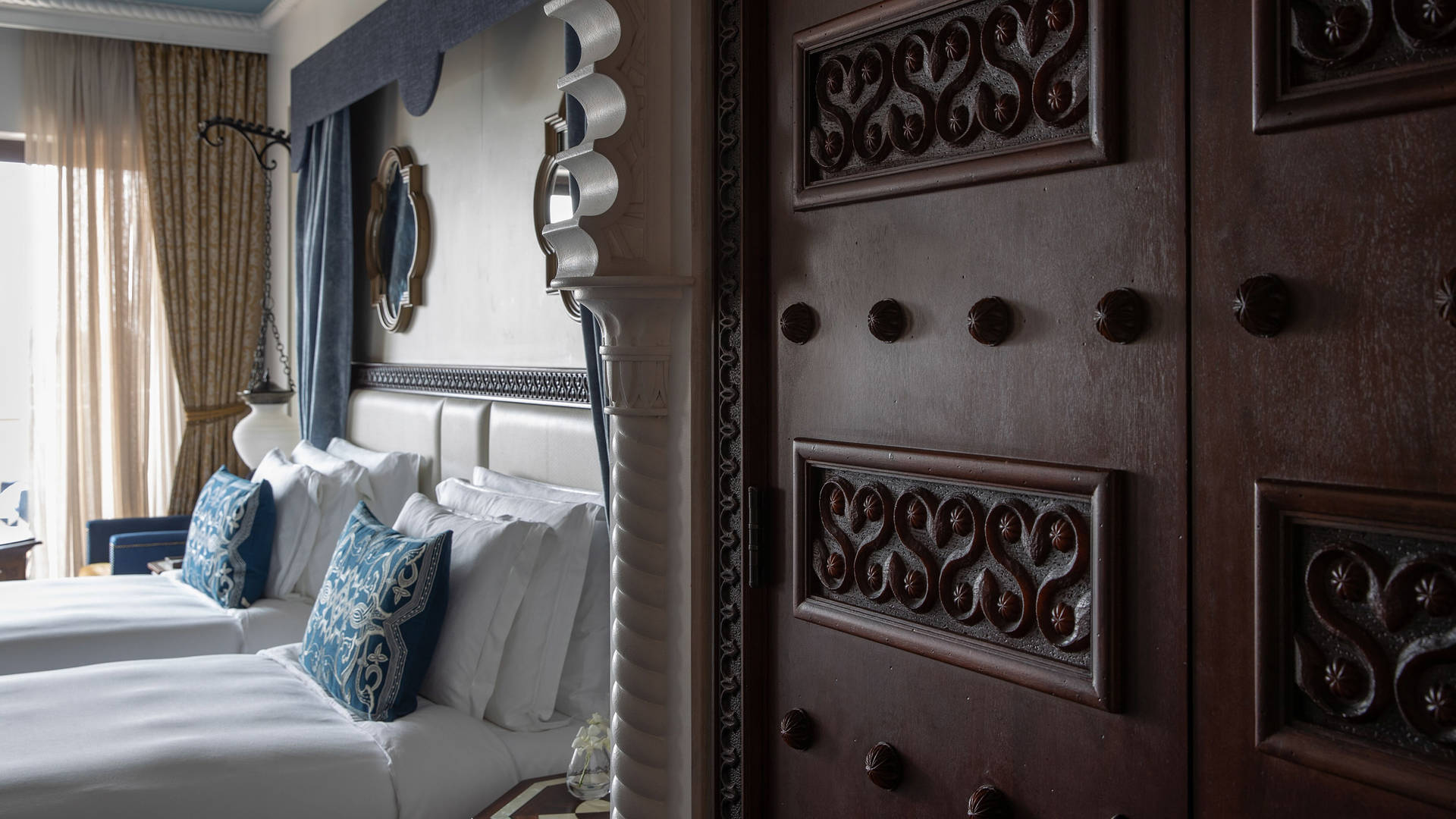 Arabian-Deluxe-Twin-Bedroom-Jumeirah-Al-Qasr