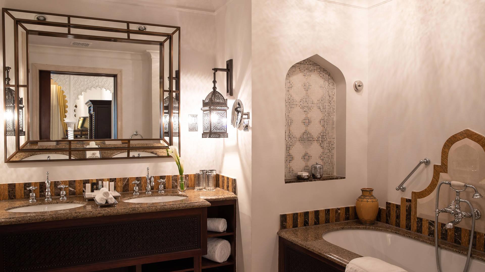 Junior-Suite-Bathroom-Jumeirah-Al-Qasr