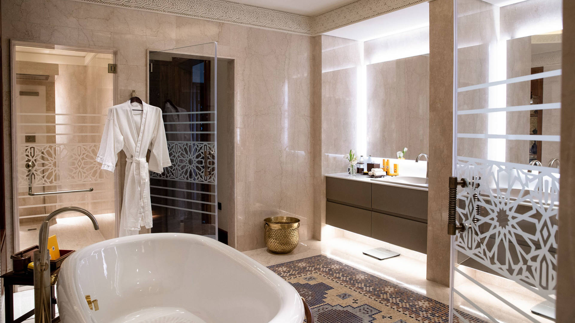 Royal-Suite-Bathroom-Jumeirah-Al-Qasr