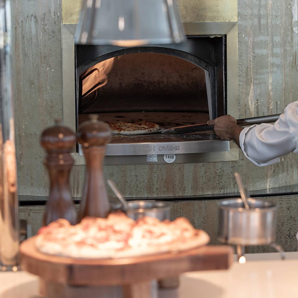 Jumeirah Burj Al Arab Bab Al Yam Pizzaofen_1-1