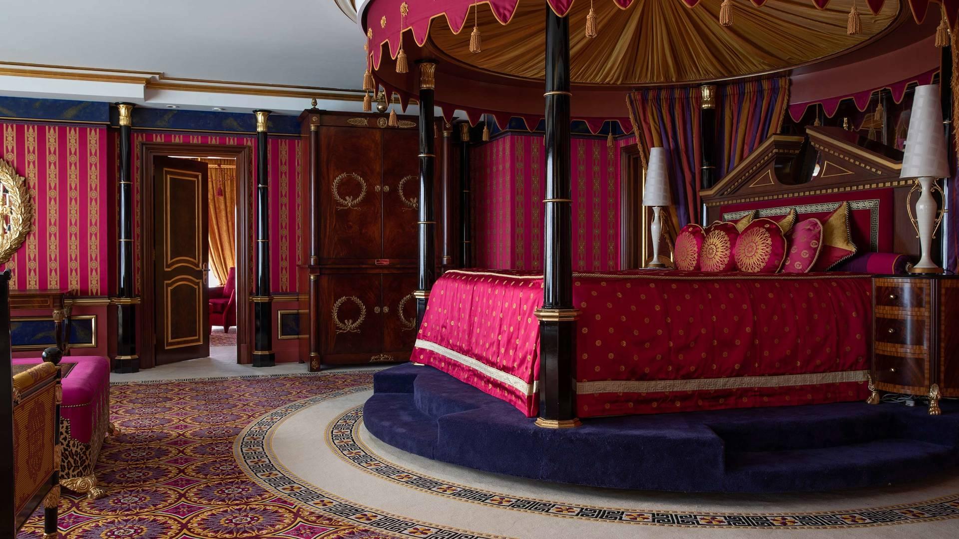 Jumeirah Burj Al Arab royal suite king bedroom_16-9