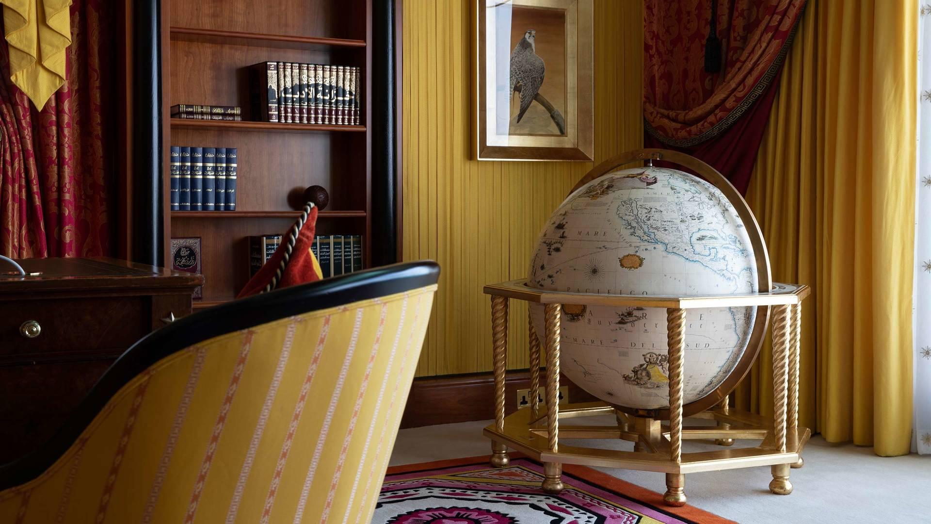 Jumeirah Burj Al Arab royal suite study room_16-9