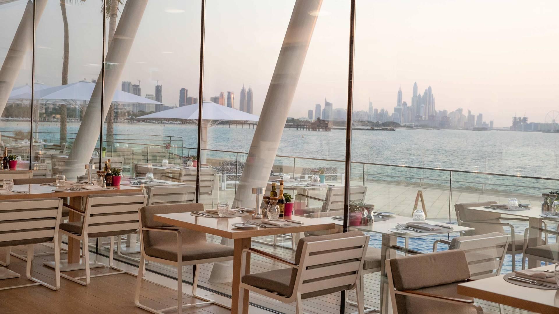 برج العرب جميرا، مطعم باب اليم المطل على الشاطئ والمدينة