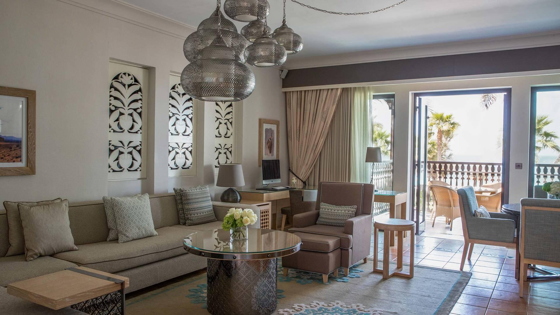Jumeirah Dar Al Masyaf Gulf arabian suite livingroom_16-9