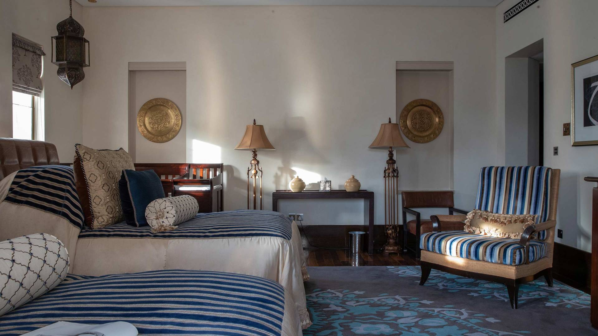 Jumeirah Dar Al Masyaf Royal Malakiya Villa guest bedroom_16-9
