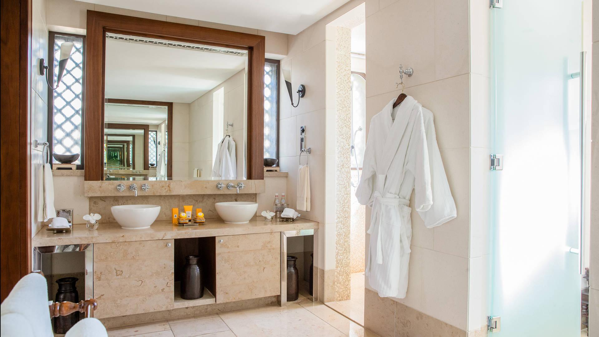 Jumeirah Dar Al Masyaf Royal Malakiya Villa bathroom 2_16-9