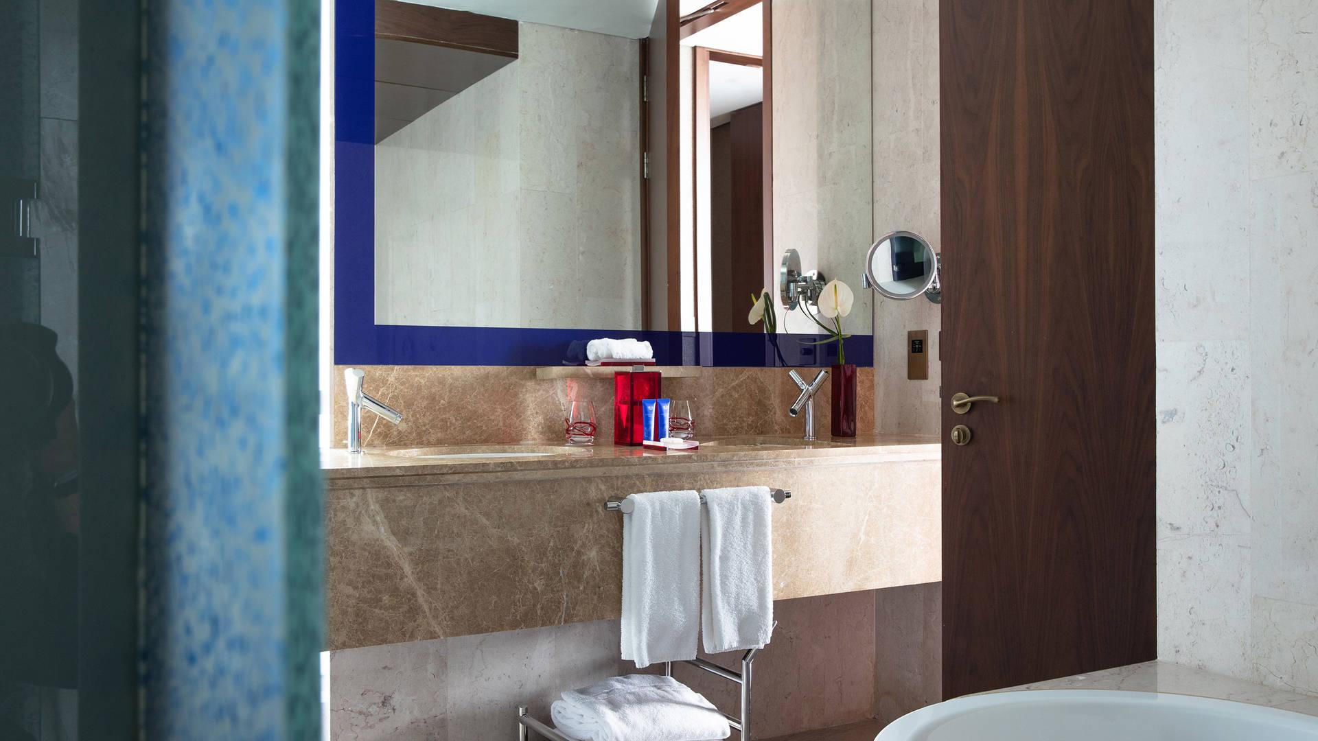 Bathroom-room-Jumeirah-Creekside-Hotel