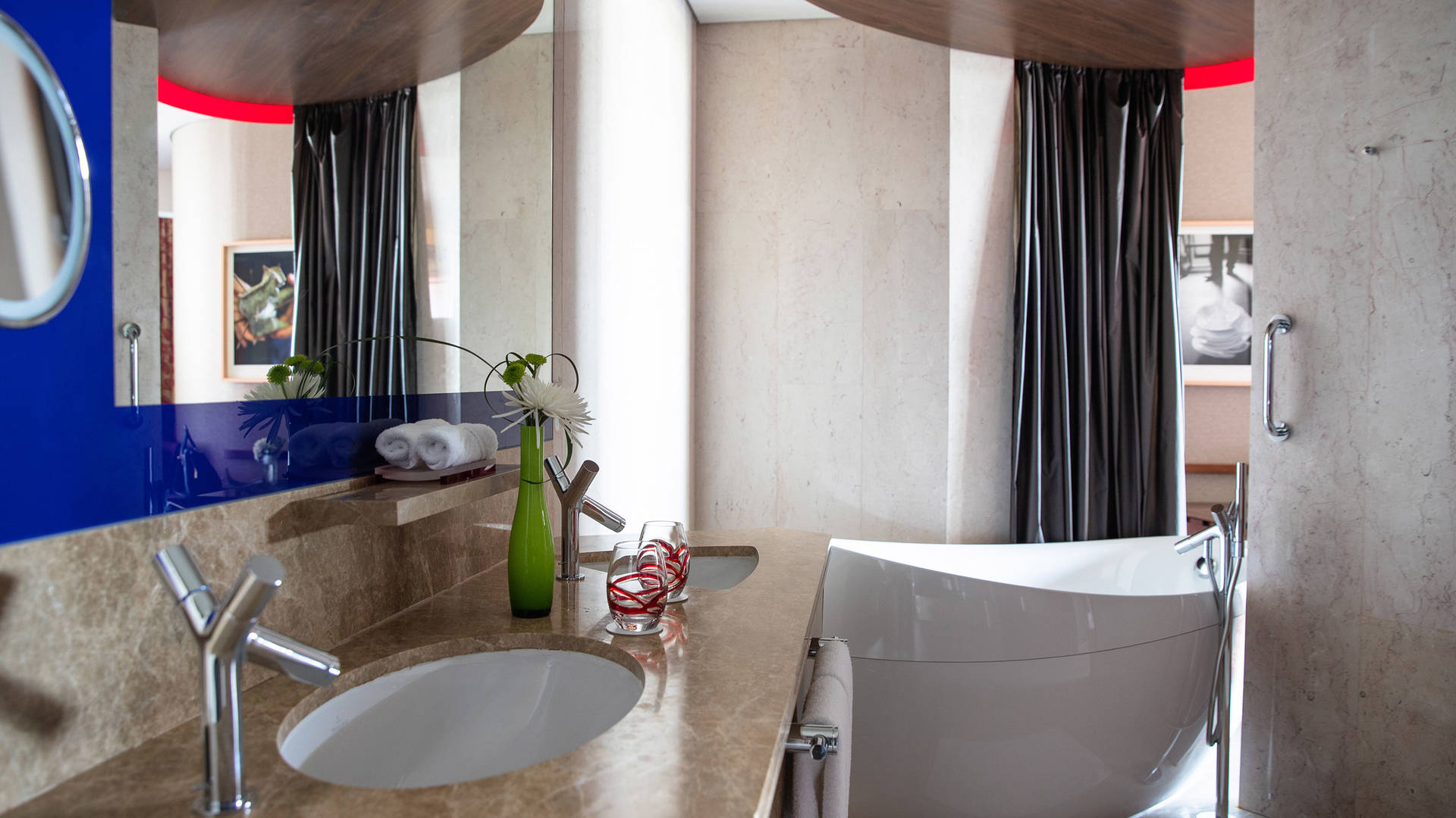 Premier-Club-Bathroom-Jumeirah-Creekside-Hotel