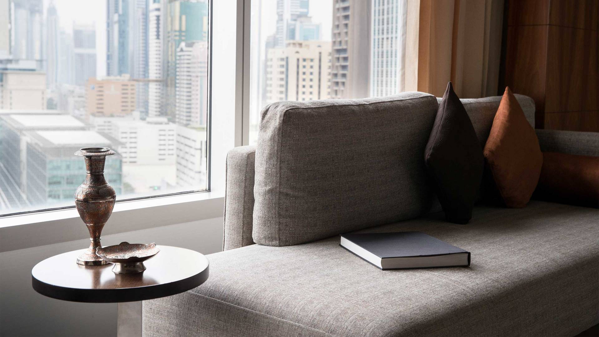 16-9 Jumeirah-Emirates-Towers---Deluxe-Room-View