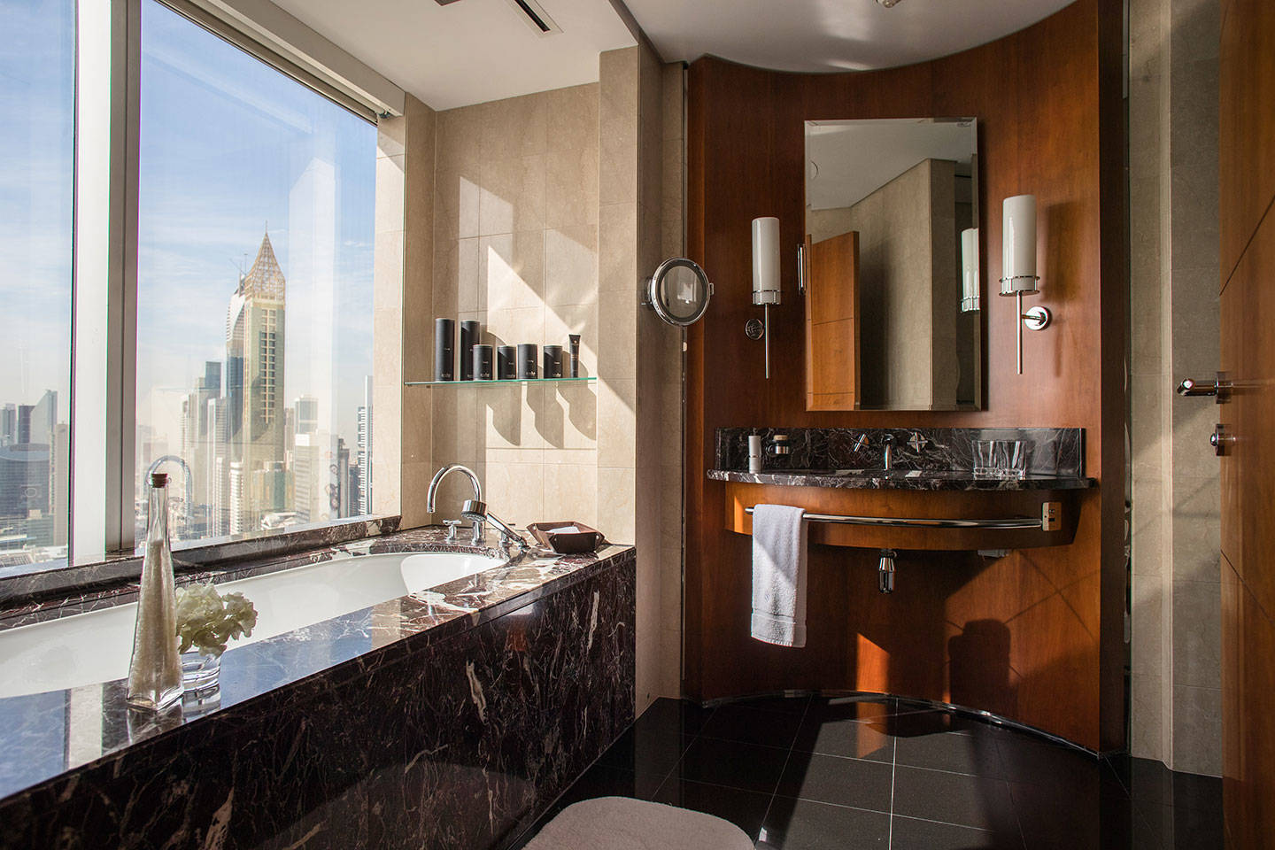 Jumeirah Emirates Towers Deluxe Room Bathroom
