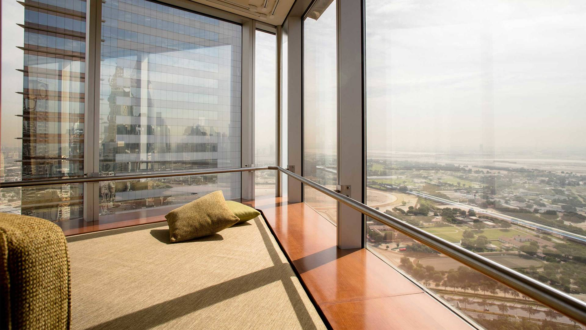 16-9 Jumeirah-Emirates-Towers---Family-Executive-Suite-Bedroom