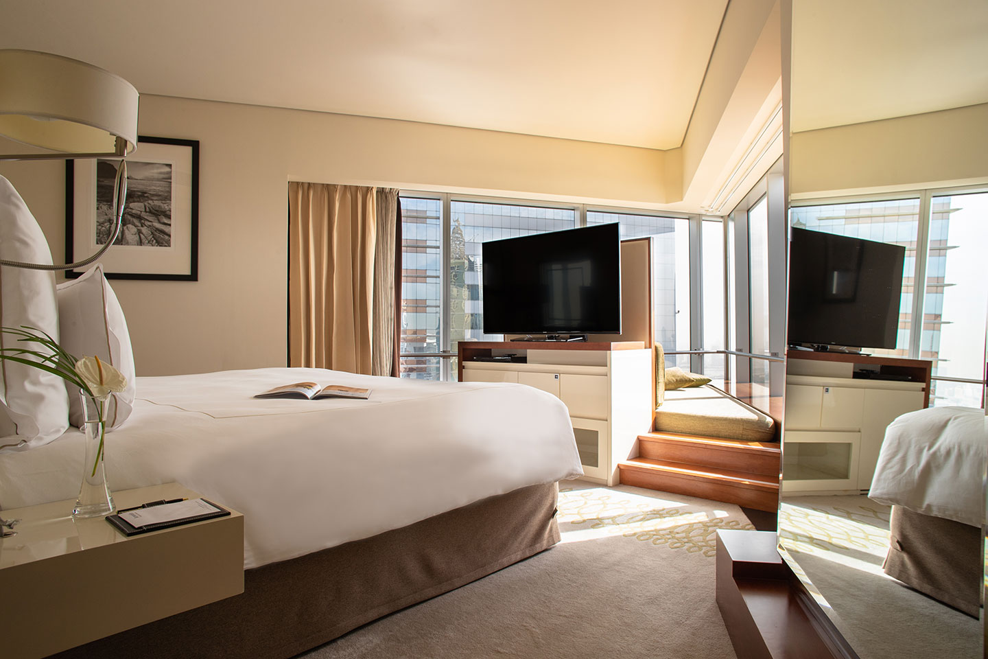 Jumeirah Emirates Towers Family Executive Suite Bedroom