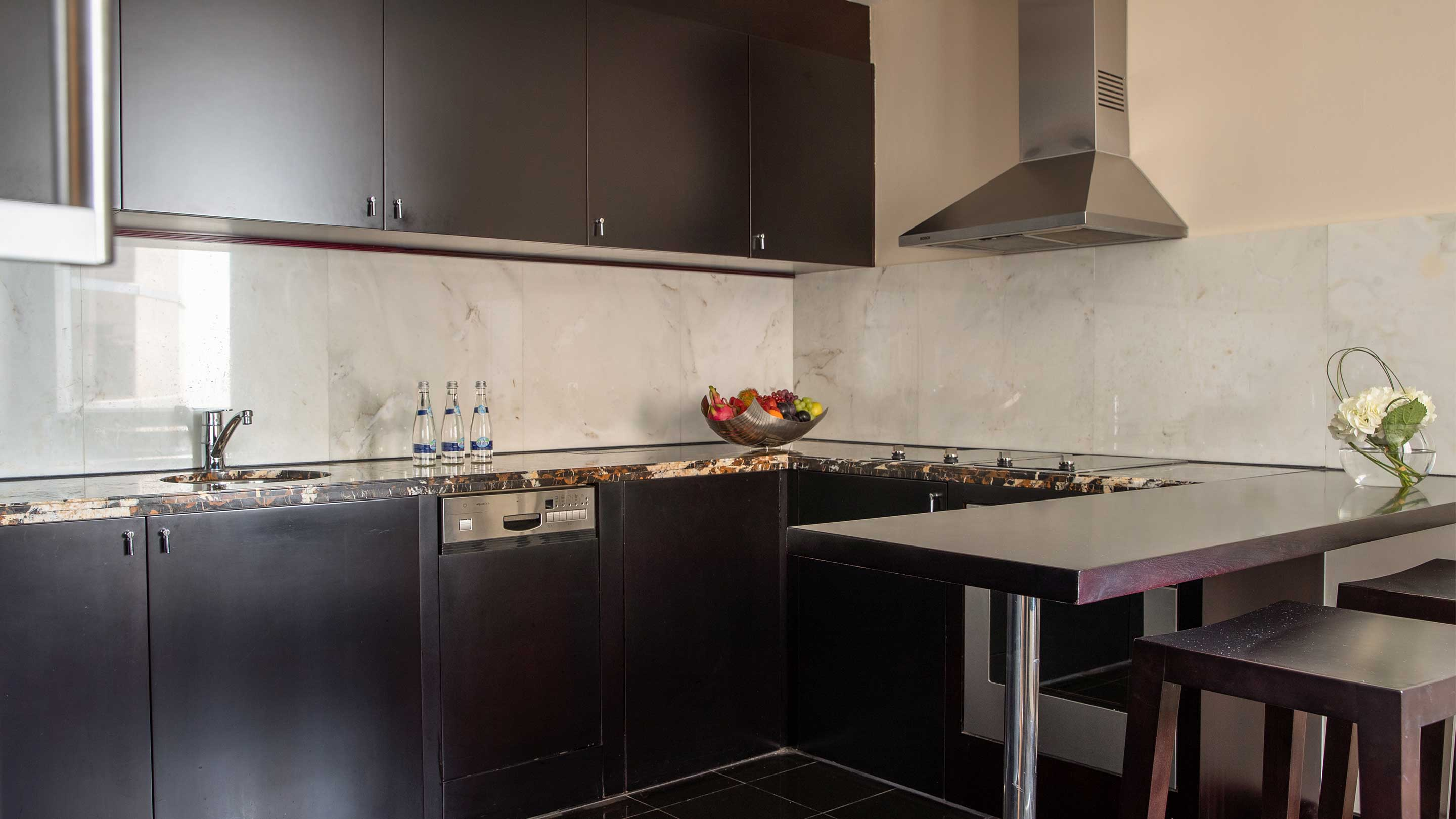 16-9_Jumeirah-Emirates-Towers---Royal-Suite---Kitchen