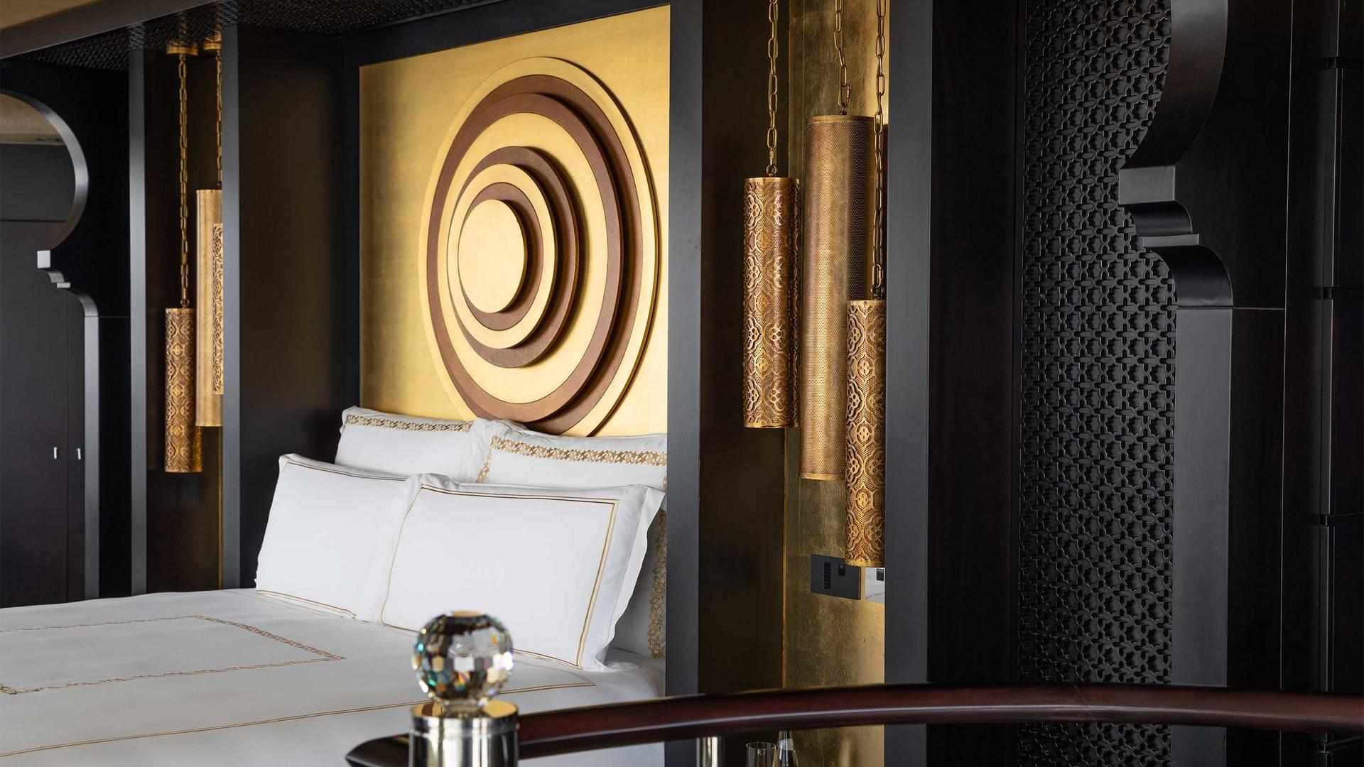 16-9_Jumeirah-Emirates-Towers---Royal-Suite---Master-Bedroom-Close2