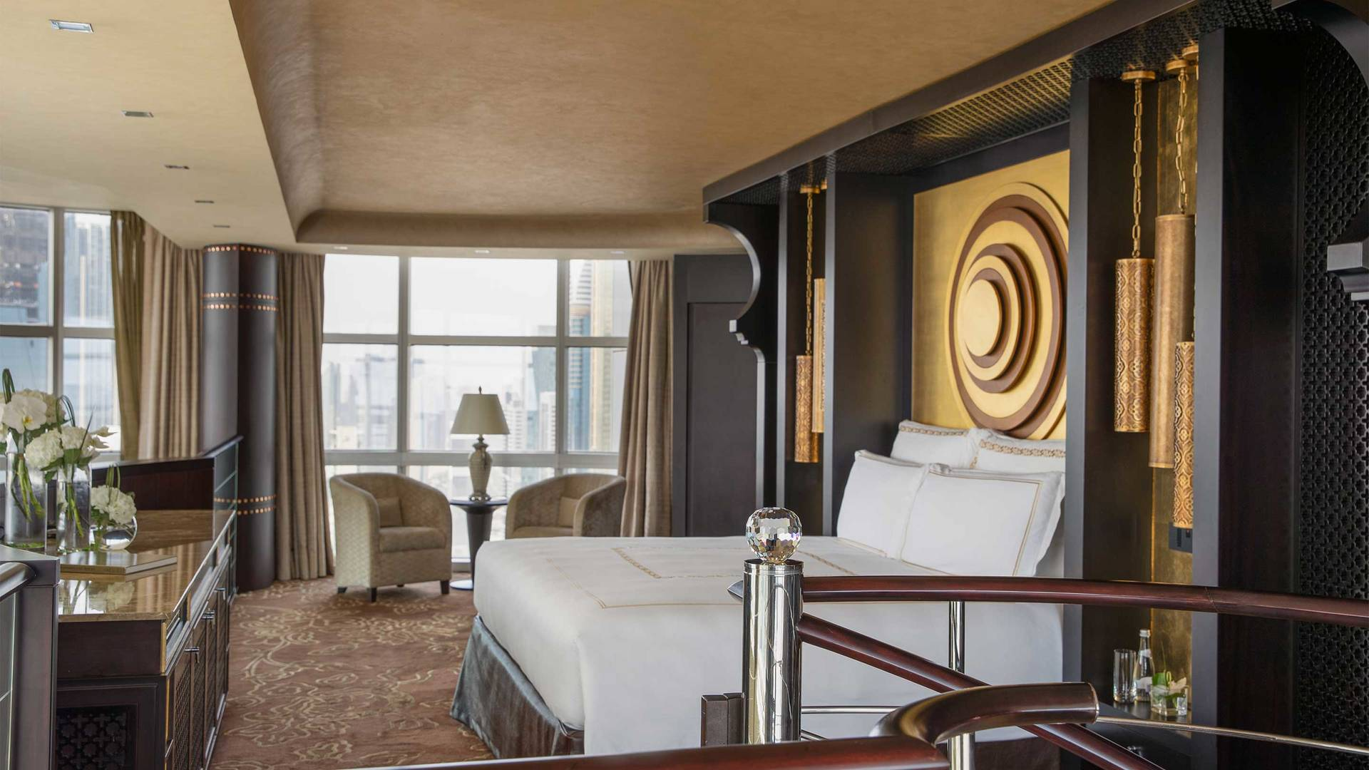 16-9_Jumeirah-Emirates-Towers---Royal-Suite---Master-Bedroom