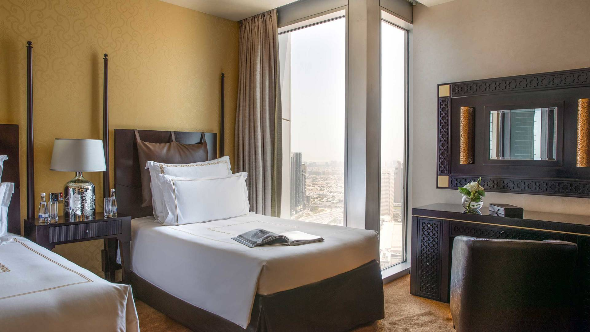 16-9_Jumeirah-Emirates-Towers---Royal-Suite---Twin-Bedroom