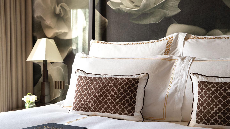 Jumeirah Emirates Towers Scandinavian Presidential Suite Master Bedroom Closeup