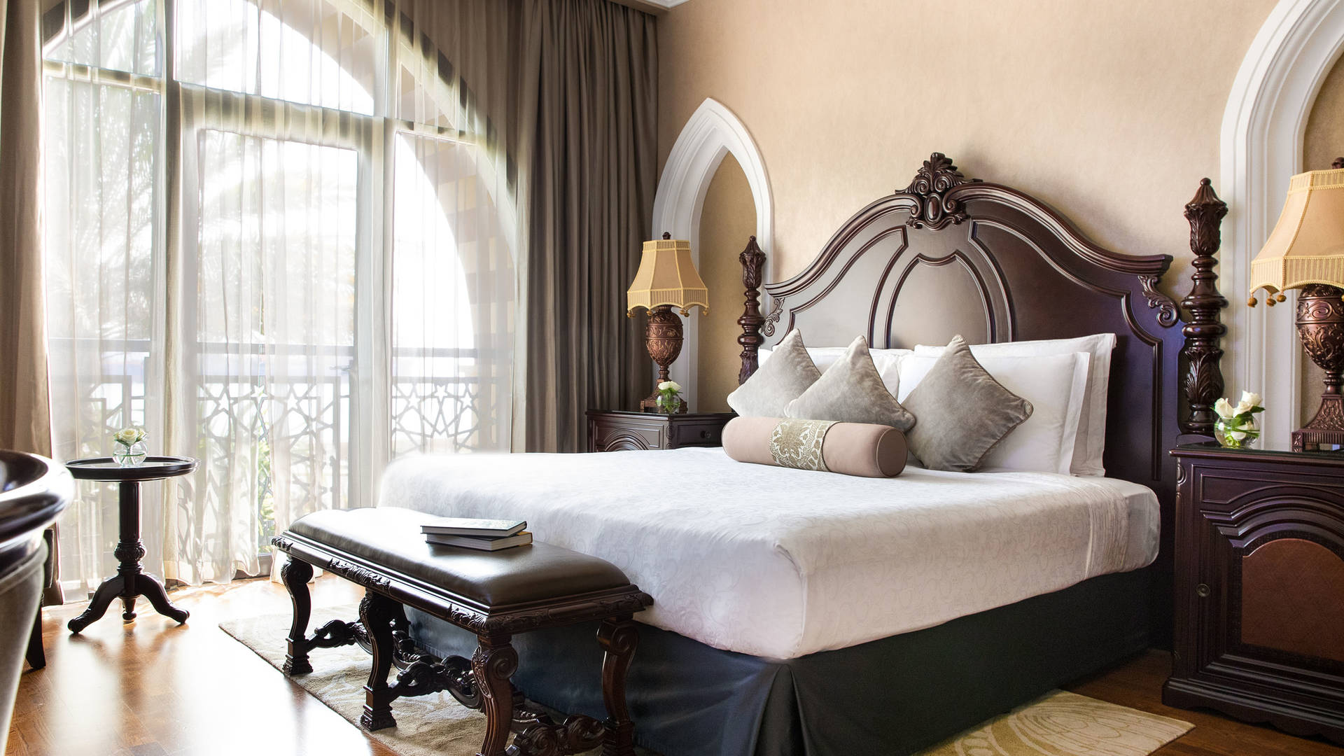 Jumeirah Zabeel Saray Royal Residence Seaview Kingsized bed