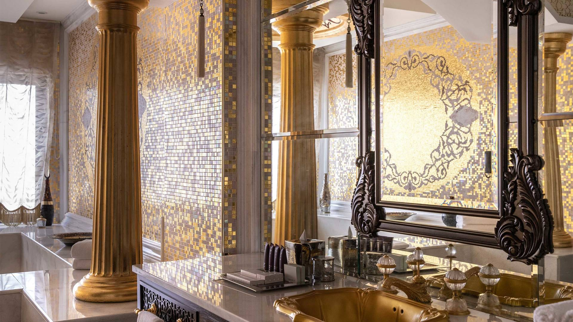 16-9_Jumeirah-Zabeel-Saray---Grand-Imperial-Suite---Bathroom-Area-Detailed