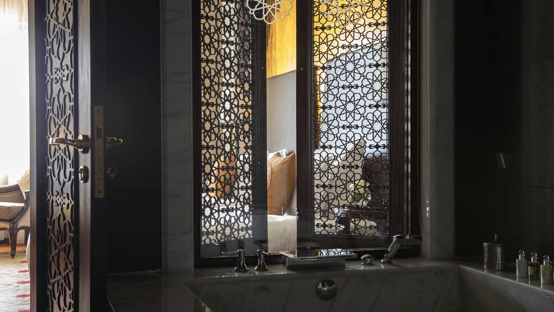 16-9_Jumeirah-Zabeel-Saray---Two-Bedroom-Suite---Bathroom