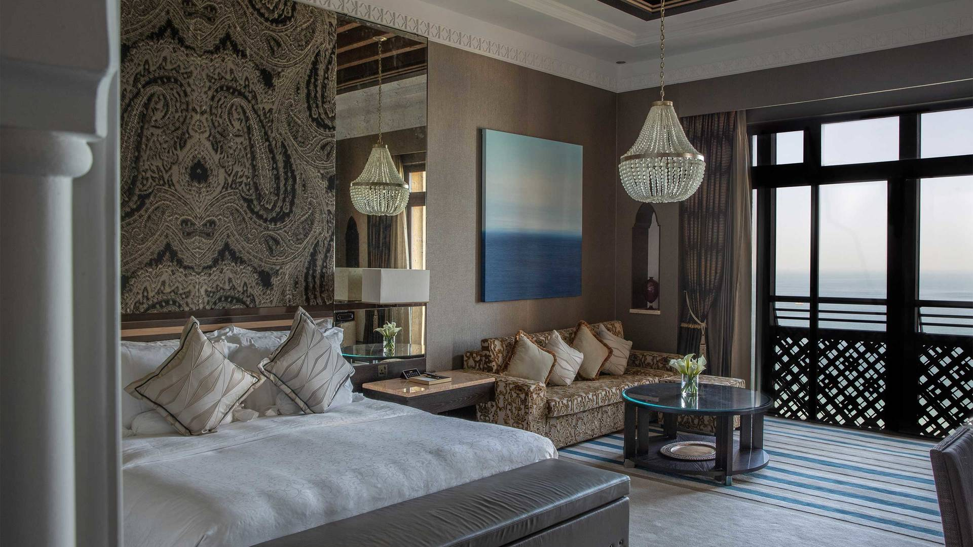 16-9_Jumeirah-Mina-A-Salam---Royal-Suite-Master-Bedroom-2