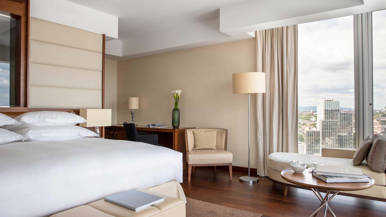 16-9 Jumeirah-Frankfurt---Deluxe-Room---Bedroom