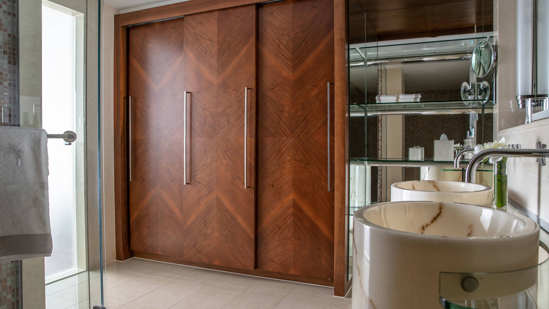 Jumeirah Frankfurt Panoramic Suite bathroom 4_16-9