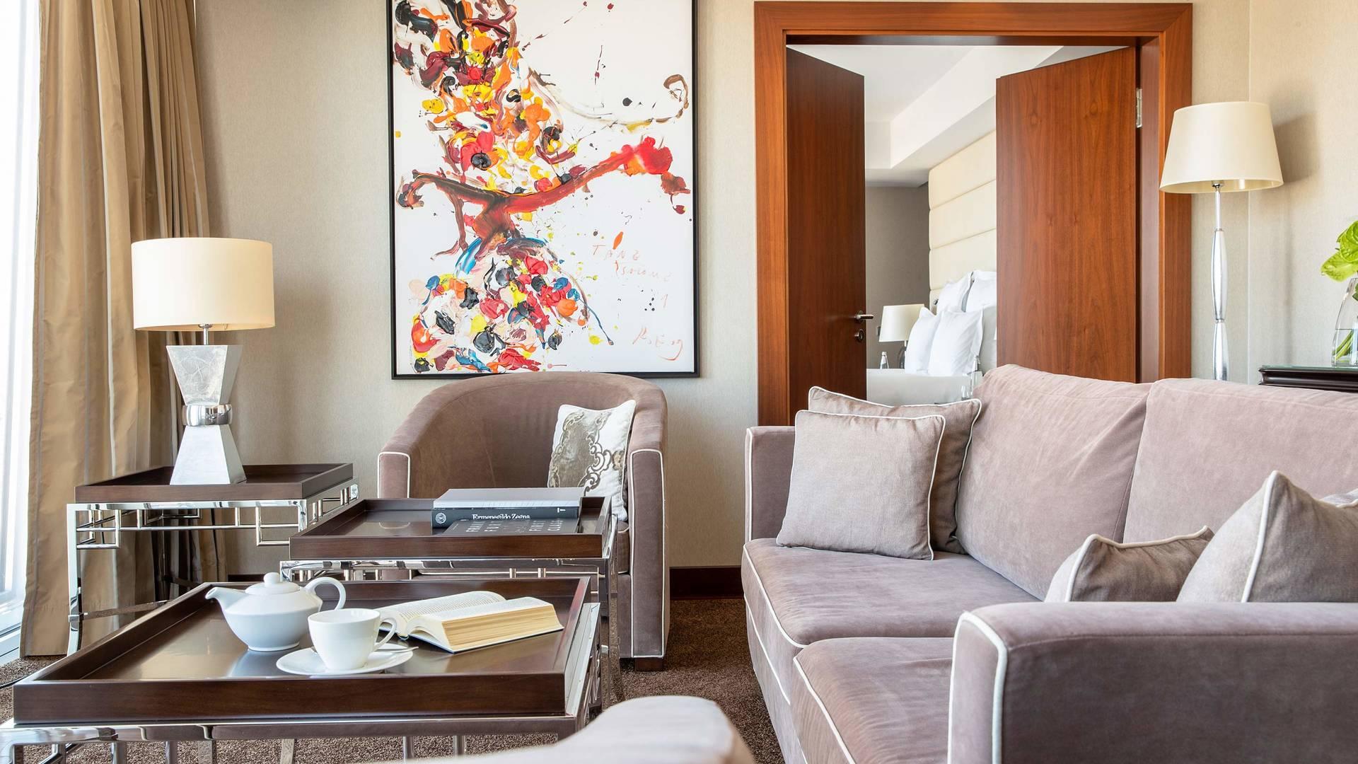 Jumeirah Frankfurt Presidential suite livingroom 2_16-9