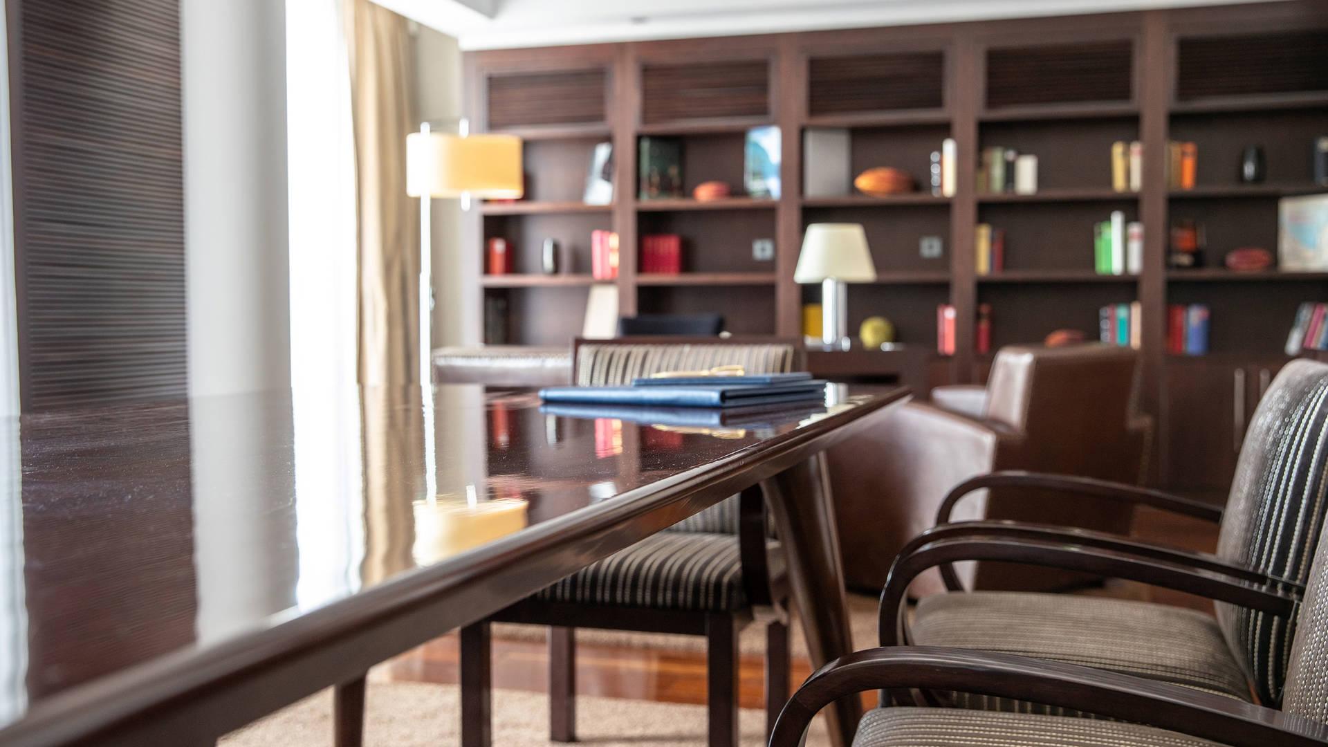 Jumeirah Frankfurt Presidential suite livingroom 3_16-9
