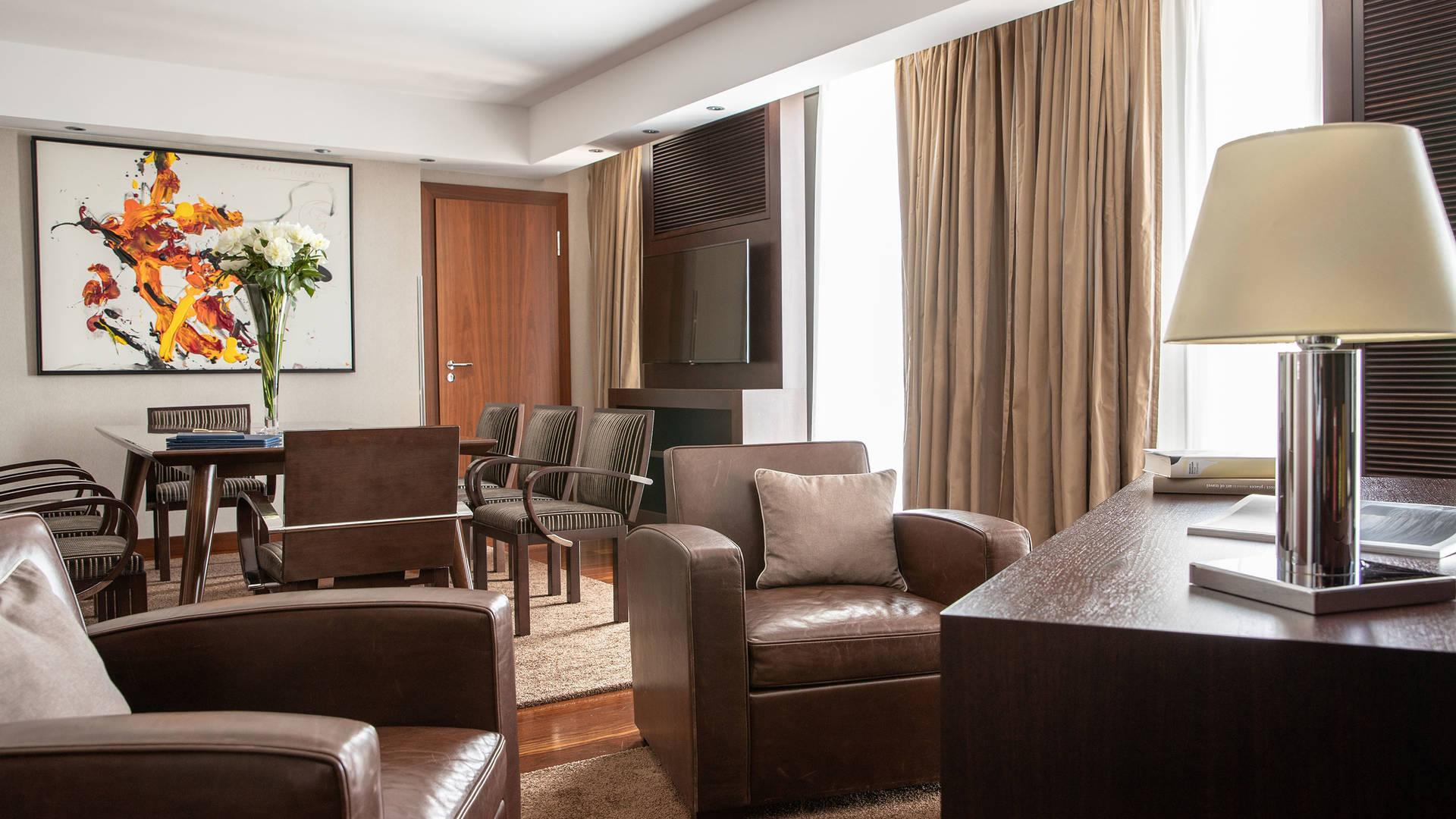 Jumeirah Frankfurt Presidential suite livingroom 4_16-9