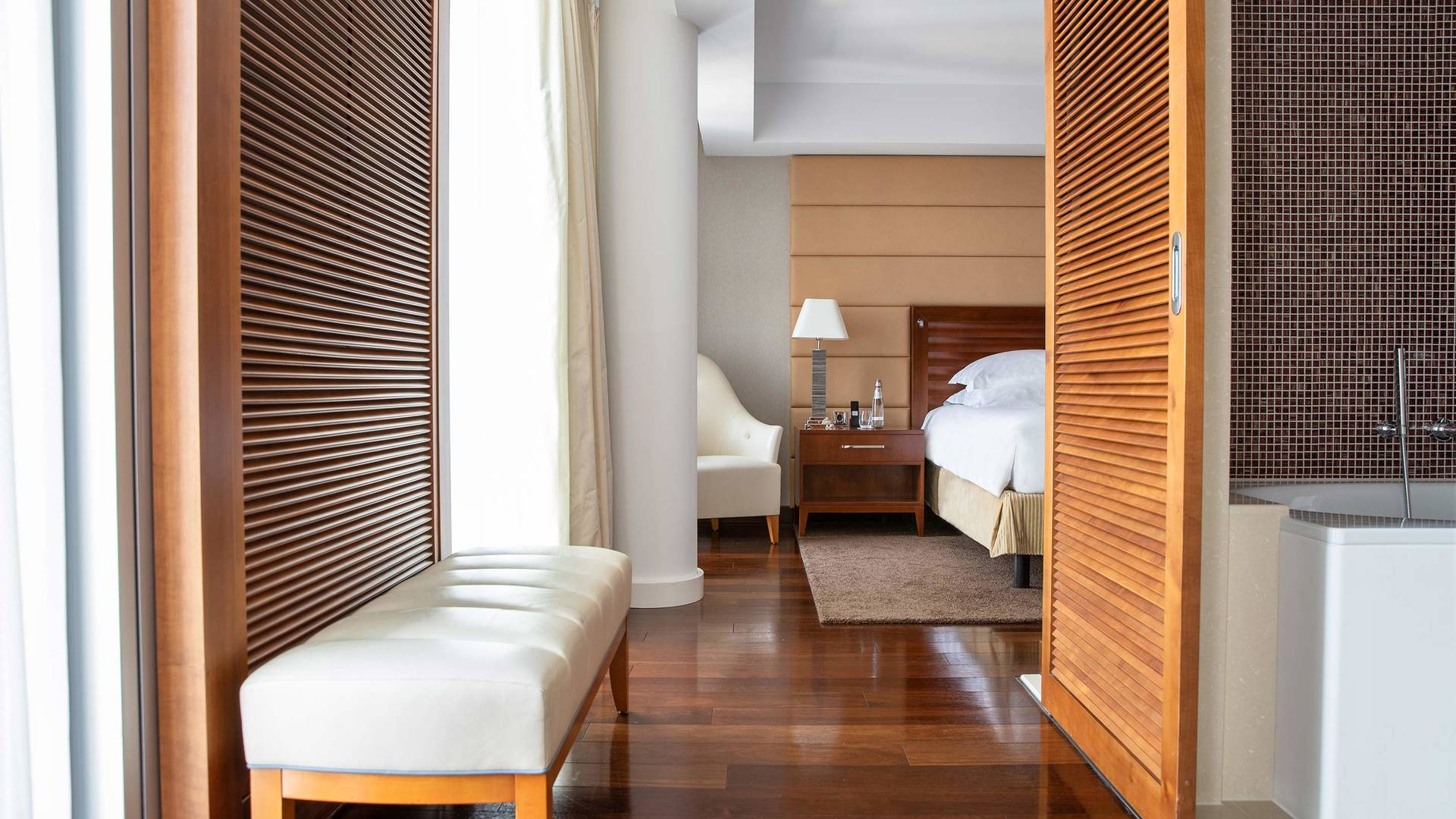Jumeirah Frankfurt Senator suite bedroom 1_16-9