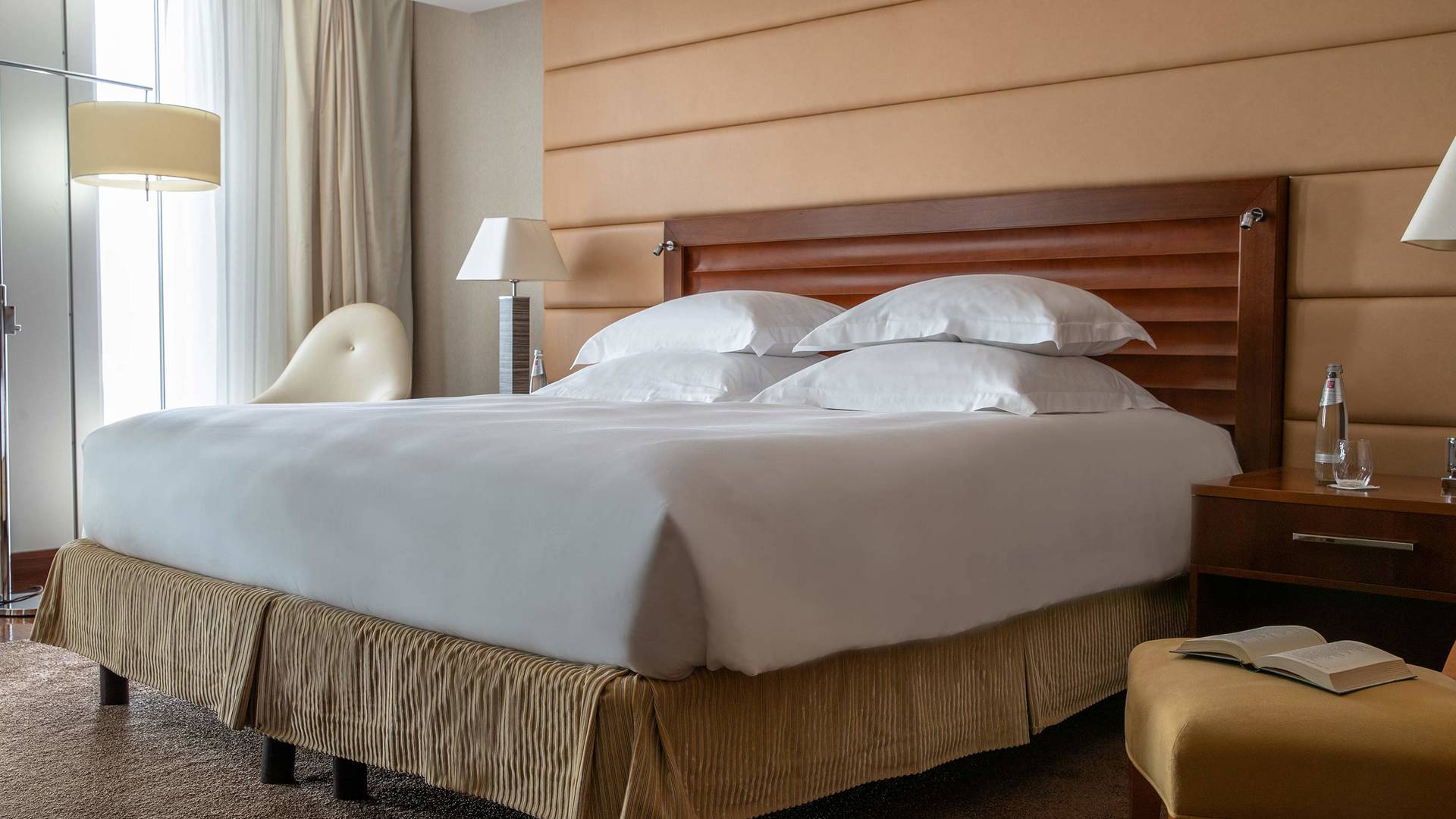 Jumeirah Frankfurt Senator suite bedroom 2_16-9