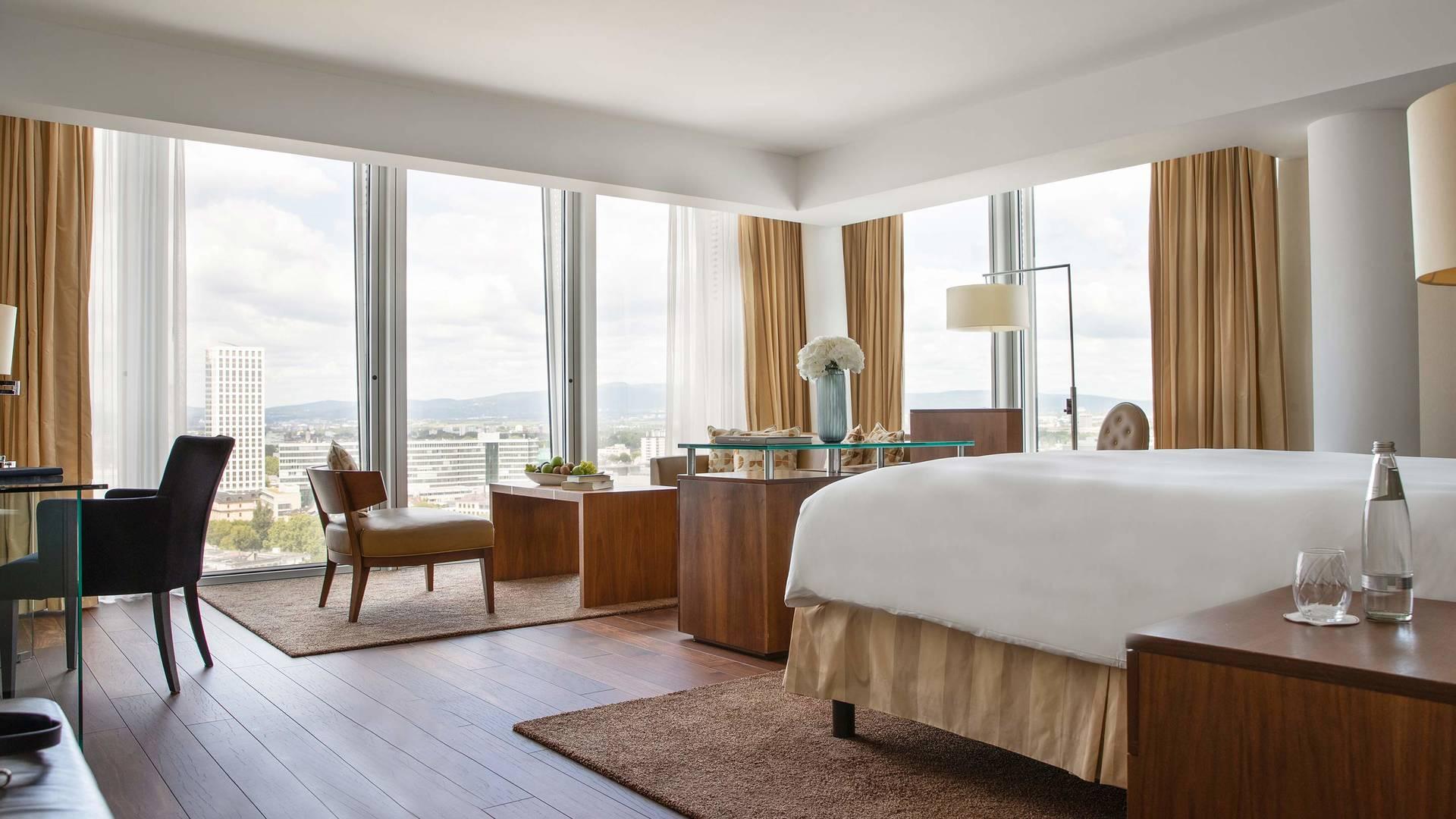 Jumeirah Frankfurt Skyline Junior Suite bedroom_16-9