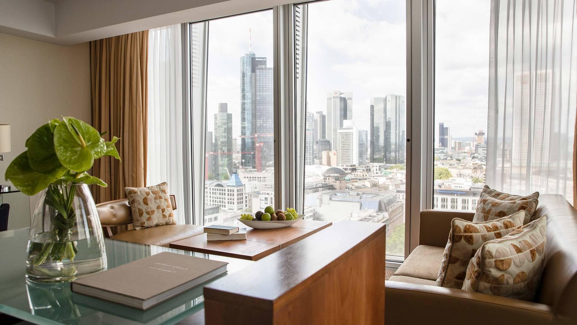 Jumeirah Frankfurt Skyline junior Suite living room 2_16-9