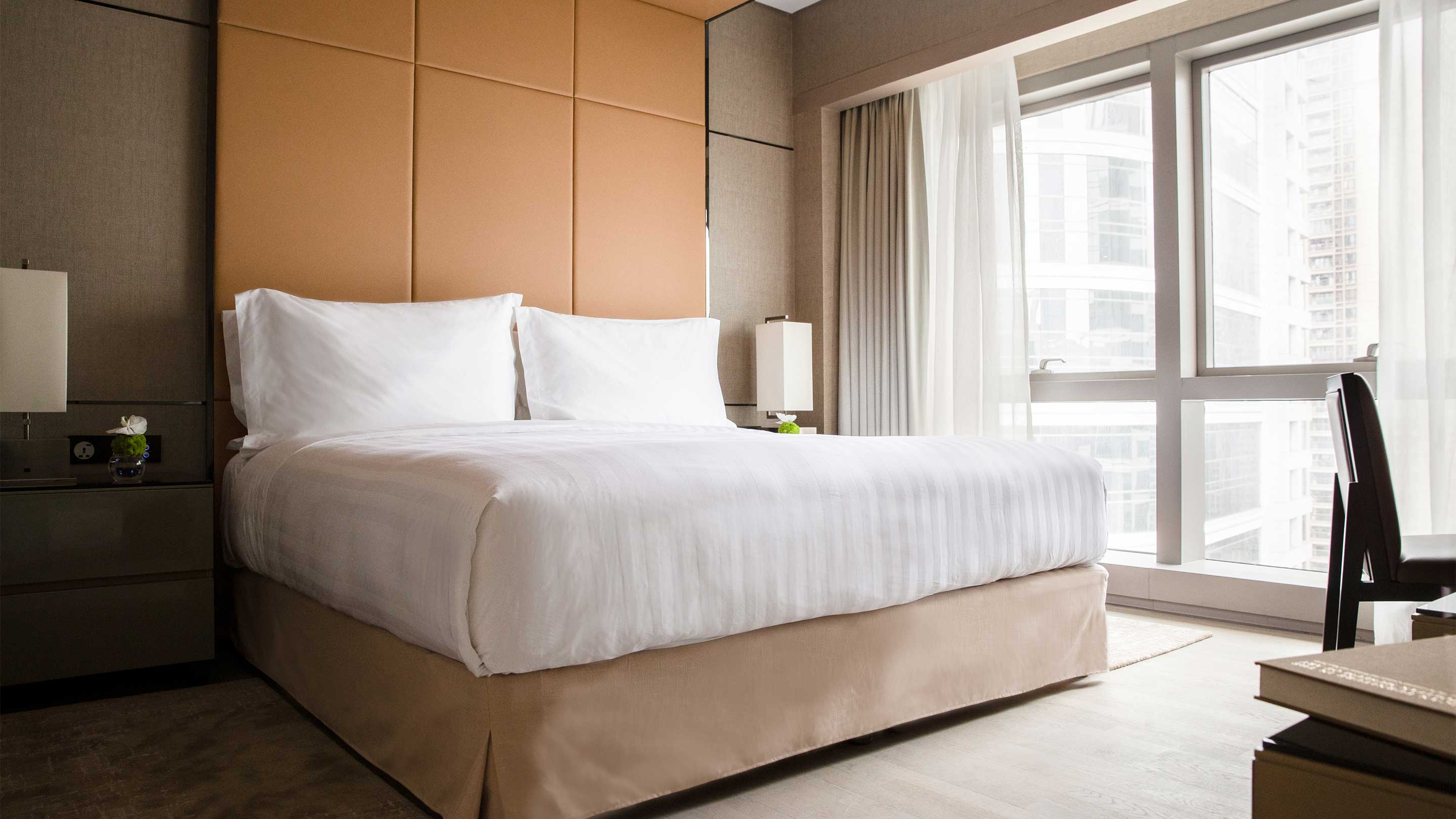 16-9 JUMEIRAH LIVING GUANGZHOU Contemporary 1 bed room suite bed room