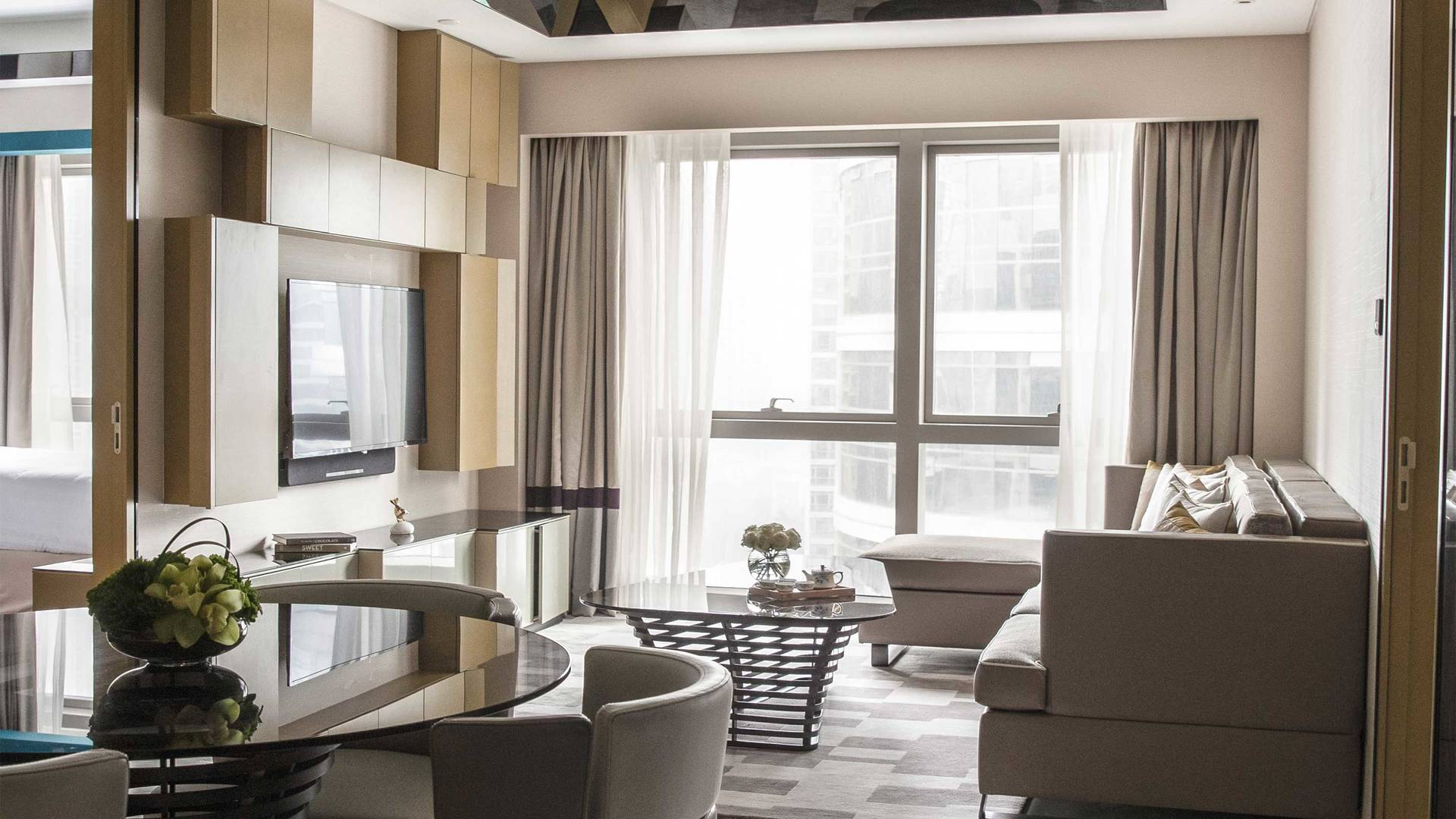 16-9 JUMEIRAH LIVING GUANGZHOU Contemporary 1 bed room suite living room 02